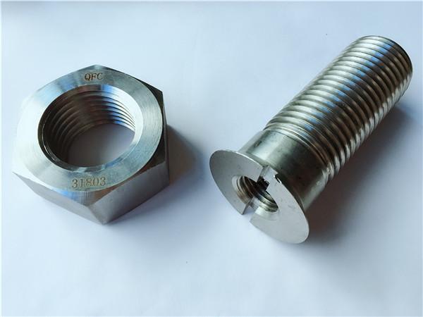 parafuso e tuerca de ferro de metal personalizado en aceiro carbono